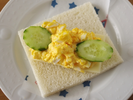 サンドイッチの日タマゴサラダのチーズサンドシナイッチ02