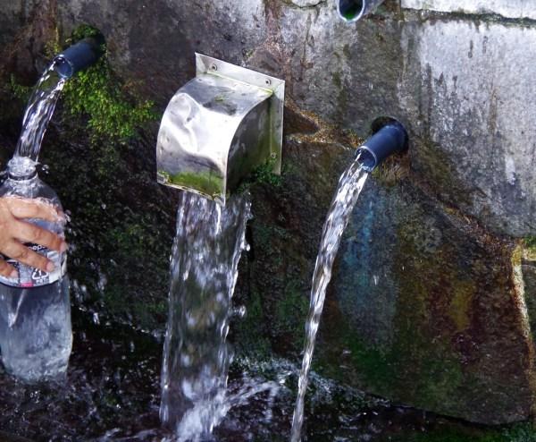 07小浜雲城の水湧出