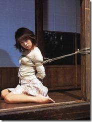 縛られてオレを見つめる嫁の顔がたまらないSMエロ画像02