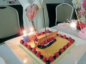 一人ケーキ入刀