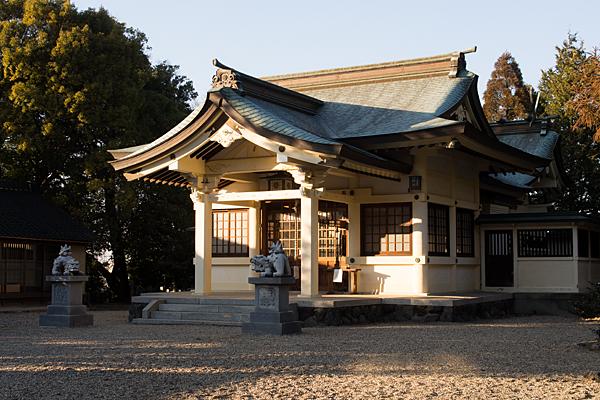 拝殿と本殿