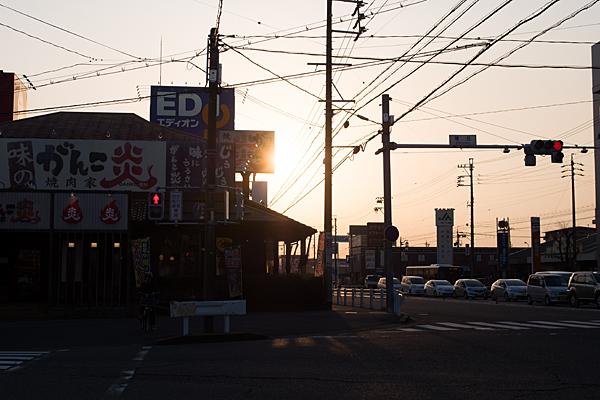 西日の交差点
