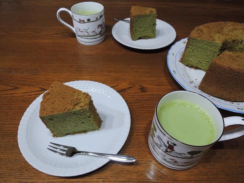 シフォンケーキと抹茶オレ
