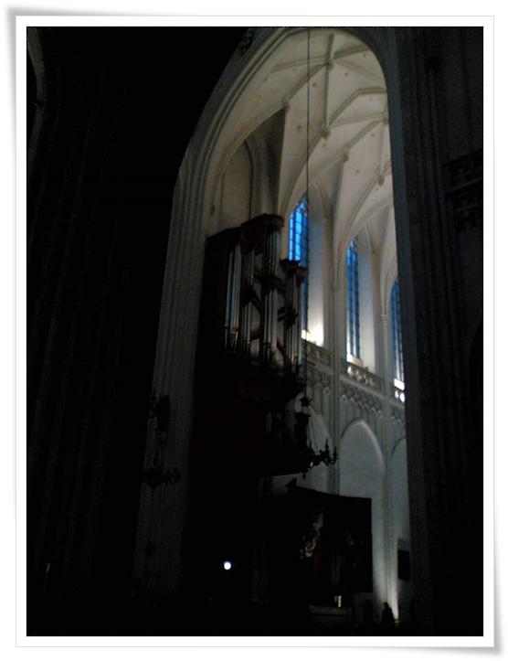 ヴィタリのシャコンヌを弾いてみよう♪その3。なぜ教会のオルガンの音が邪悪っぽく感じるのか?(+ ▼ +;)