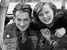若き日のアーノンクール夫妻(右 アリスさん )バスの車窓から