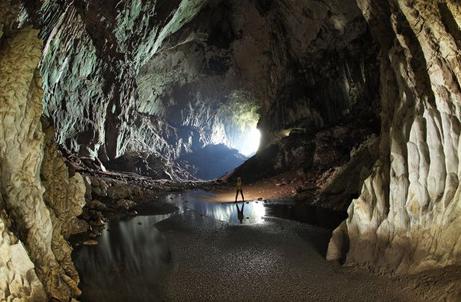 世界一広い地下空間は、ボルネオ島の「サラワクチャンバー」だった?