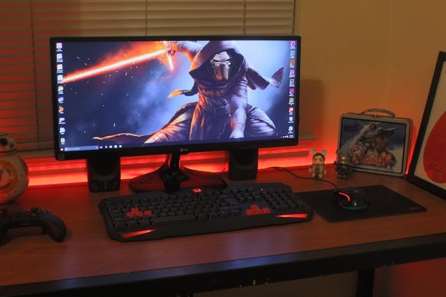 PC_Desk_UltlaWideMonitor09_04.jpg