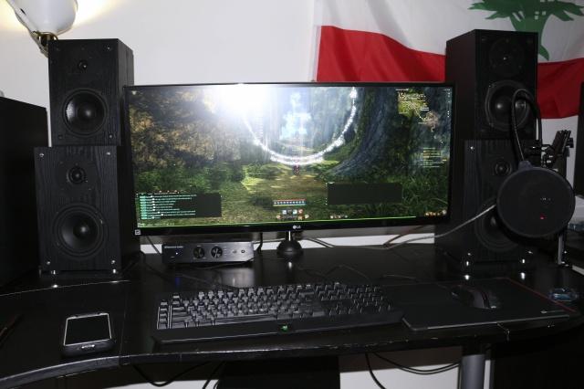 PC_Desk_UltlaWideMonitor09_05.jpg