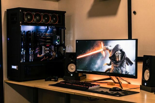PC_Desk_UltlaWideMonitor09_07.jpg