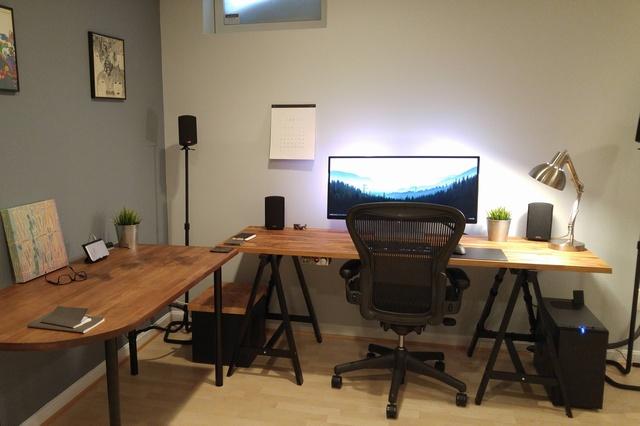 PC_Desk_UltlaWideMonitor09_12.jpg
