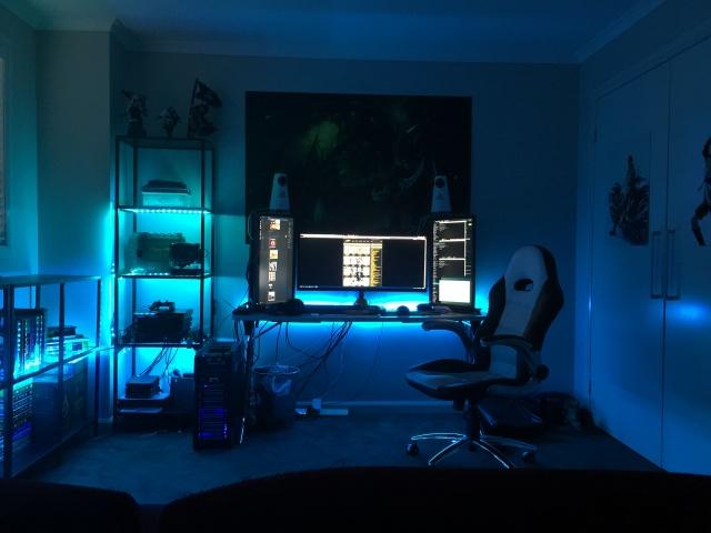 PC_Desk_UltlaWideMonitor09_16.jpg