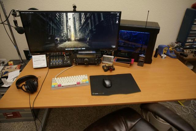 PC_Desk_UltlaWideMonitor09_18.jpg