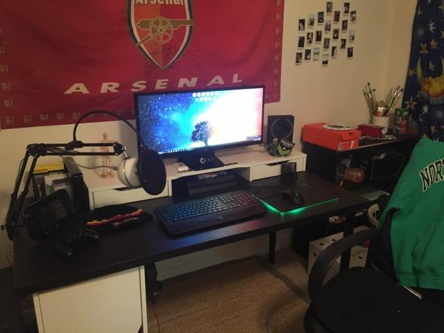 PC_Desk_UltlaWideMonitor09_21.jpg