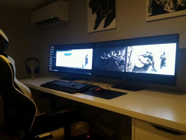 PC_Desk_UltlaWideMonitor09_23.jpg