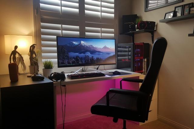 PC_Desk_UltlaWideMonitor09_25.jpg