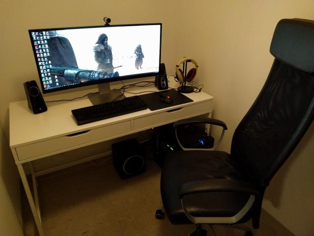 PC_Desk_UltlaWideMonitor09_31.jpg