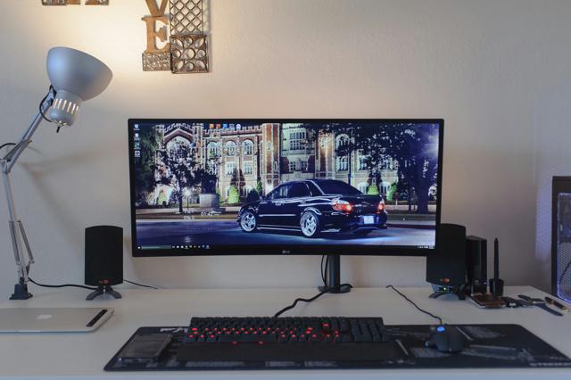 PC_Desk_UltlaWideMonitor09_33.jpg