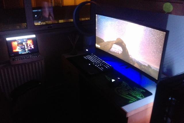 PC_Desk_UltlaWideMonitor09_36.jpg