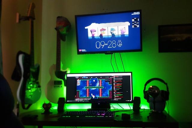 PC_Desk_UltlaWideMonitor09_41.jpg