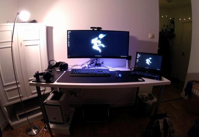 PC_Desk_UltlaWideMonitor09_45.jpg