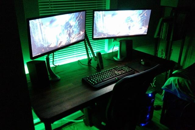 PC_Desk_UltlaWideMonitor09_51.jpg