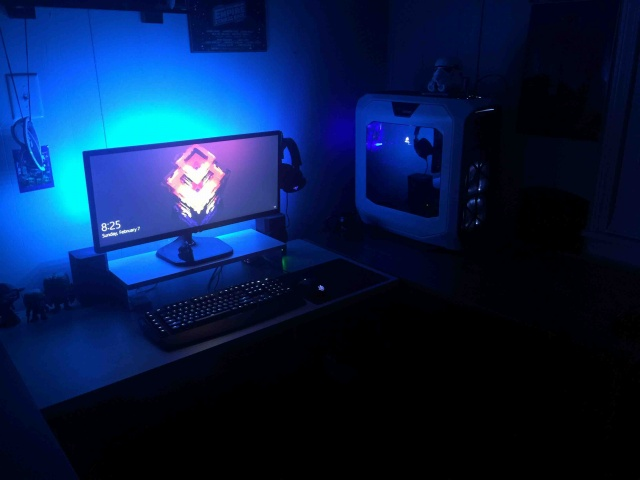 PC_Desk_UltlaWideMonitor09_54.jpg