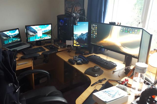 PC_Desk_UltlaWideMonitor09_55.jpg