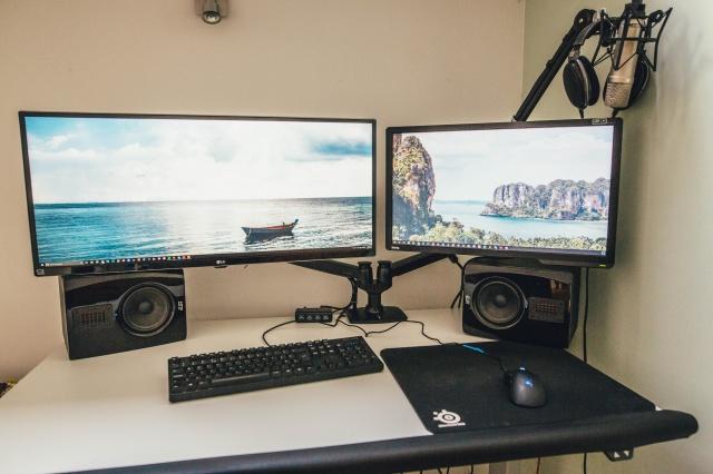 PC_Desk_UltlaWideMonitor09_63.jpg