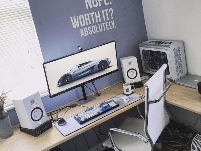 PC_Desk_UltlaWideMonitor09_64.jpg