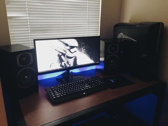 PC_Desk_UltlaWideMonitor09_68.jpg
