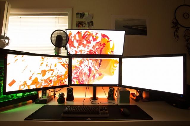 PC_Desk_UltlaWideMonitor09_70.jpg