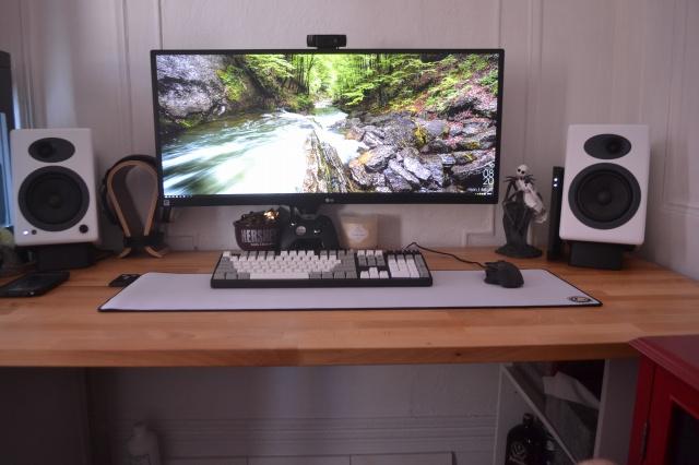 PC_Desk_UltlaWideMonitor09_77.jpg