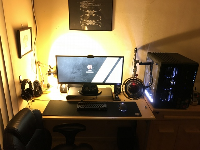 PC_Desk_UltlaWideMonitor09_81.jpg