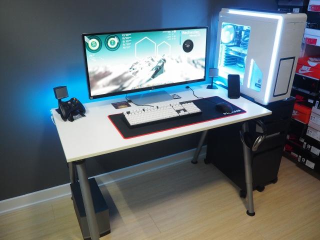 PC_Desk_UltlaWideMonitor09_83.jpg