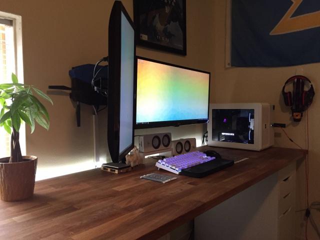 PC_Desk_UltlaWideMonitor09_86.jpg