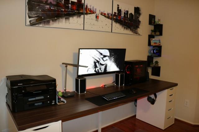 PC_Desk_UltlaWideMonitor09_92.jpg
