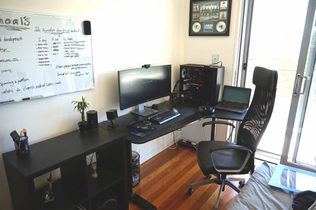 PC_Desk_UltlaWideMonitor09_94.jpg
