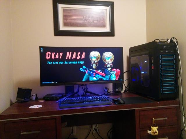 PC_Desk_UltlaWideMonitor09_97.jpg