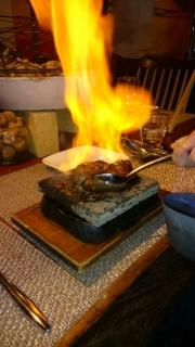 8炎が付いている肉